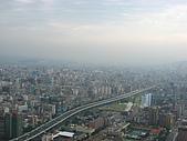 2006年11月25日22屆新光三越登高:IMG_1209橫貫台北的市民大道.JPG