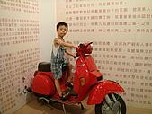 98.7.25桃園一日遊第三站大黑松小倆口-愛情故事館:YOYO騎車車.JPG