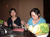 98.7.17出納科於台北101四樓三幡家聚餐 :淑綿你有吸毒嗎.JPG