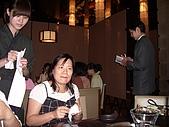 98.7.17出納科於台北101四樓三幡家聚餐 :貞冶正在念秀莉,呵~.JPG