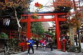 2016日本京都追紅葉:1121-125來到貴船神社鳥居前了.jpg