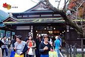 2016日本京都追紅葉:1121-114在鞍馬駅下車的人也是蠻多的.jpg