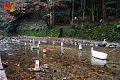2016日本京都追紅葉:1121-122河川上的燈晚上會點起來.jpg