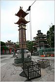 士林區之軍艦岩:20090402芝山岩惠濟宮吊籠.JPG