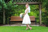 stars:robe-de-mariée-courte-dentelle-romantique-à-manche-courte.jpg