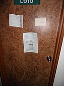 關於一些生活上的細瑣:房門上發現了一張卡片