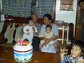 96年的最後二個蛋糕:爺爺76歲囉4.JPG