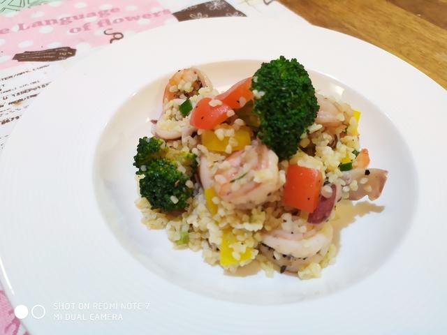 西式魚類料理:綜合海鮮布格麥沙拉