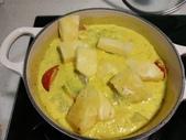 南洋魚類料理:黃咖哩軟絲佐Roti Jala