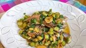 中式魚類料理:蒜苗燒鮭魚尾