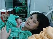小宸睿Henry的出生照:跟媽媽的第一次接觸.jpg