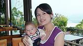 新社花海節:餐廳裡和媽媽合照.JPG