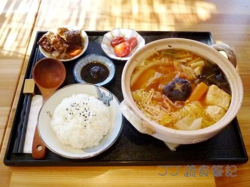 映月山房-泡菜菇菇陶鍋定食 JJ.JPG - 中部蔬食