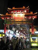 華西街之台南擔仔麵:華西街,從這邊進去就可以看到擔仔麵了