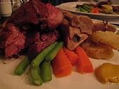 若亞方舟的晚餐:德國酸菜脆皮豬腳