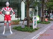2007日本行--淺草週邊+明星手印:這些明星玩具公仔每一隻都被擦得很乾淨喔!