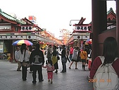 2007日本行--淺草週邊+明星手印:仲見世通。 每次都會來這裡買好吃的仙貝和人形燒,以及