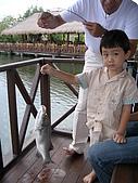[餐廳] AKAME_釣魚餐廳_峇里島:魚超好釣,連小帥哥都釣的到