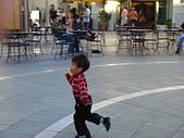 愛子們:走路像極了在溜冰