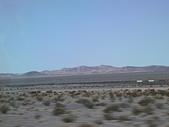大峽谷之旅09/22/06:注意看..沙漠中有百節火車喔!