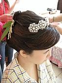 2008.1.11嫁人了....:阿嬤幫我插稻穗和艾草