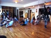 2012.11-12月份Sportking 教室每週熱門課程:熱舞 也是要好好拉筋的 這時候就看得出來重要性XD