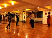 2012.11-12月份Sportking 教室每週熱門課程:外國人在大教室排練的情況