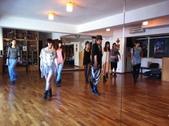 2012.11-12月份Sportking 教室每週熱門課程:老師教跳舞怎麼走台步