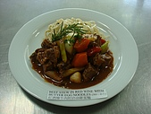 西式料理教學菜:4  BEEF STEW IN RED WINE WITH BUTTERED EGG NOODLES.JPG