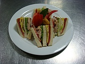 西式料理教學菜:6-14  CLUB SANDWICH WITH FRENCH FRIE.JPG