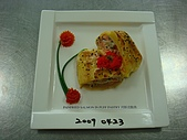 西式料理教學菜:1--45  BAKED SALMON PUFF PASTRY WITH WHITE  WINE CREAM SAUCE4.JPG
