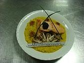 西式料理教學菜:1 鬱金香煎鮭魚 PANFRIED SALMON WITH TURMERIC SAUCE1.JPG
