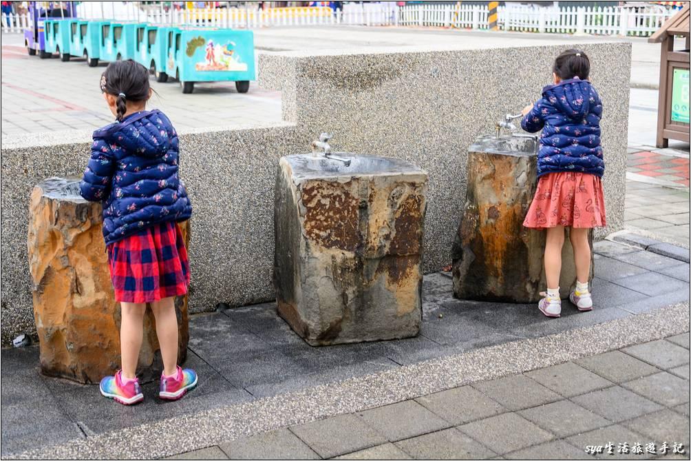 鹽田旁還有可供洗手的洗手台方便遊客在鹽田體驗後在這裡清洗雙手