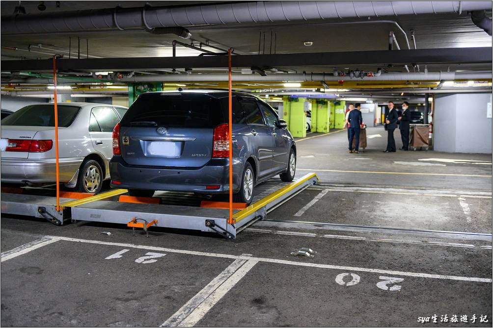台中金典酒店別具巧思的地下停車場停車方式