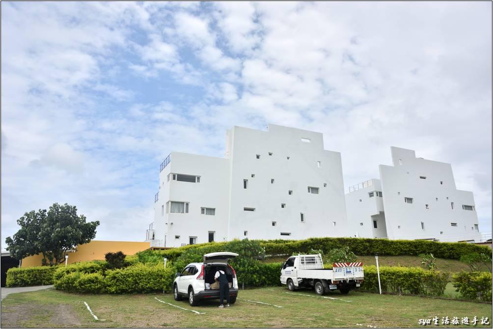 行前就非常的期待,看到這兩棟白色的建築時真是太感動啦!來到海境就是要賞景、放空、享受假期~