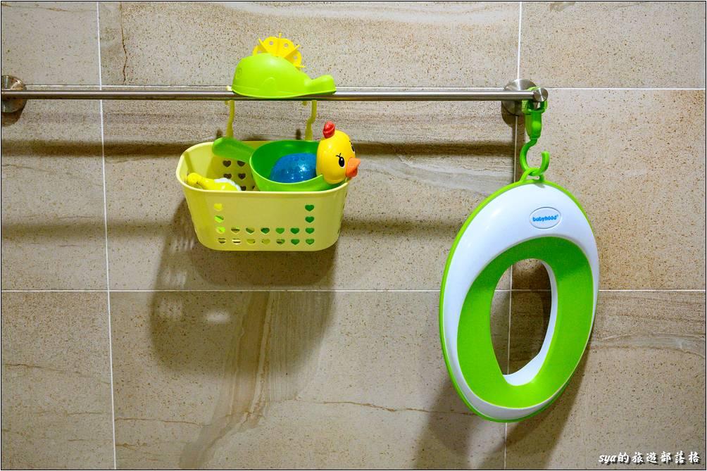 衛浴空間內還有暖氣空調,小朋友在這裡洗澡、玩水就不必擔心著涼了。