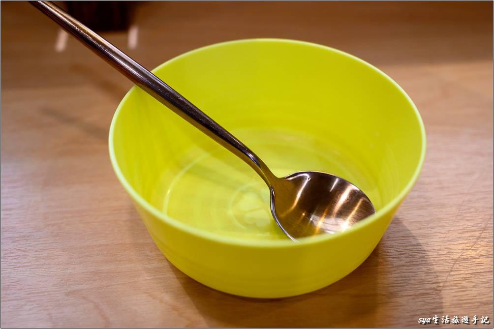 針對兒童,店內會提供兒童碗,如果小朋友要分食的話十分方便。