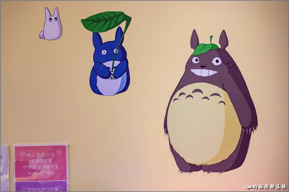 這間是以龍貓作為主題,因此在房內各處都可以看到龍貓的相關壁貼、玩偶,連面紙盒居然也龍貓的商品!