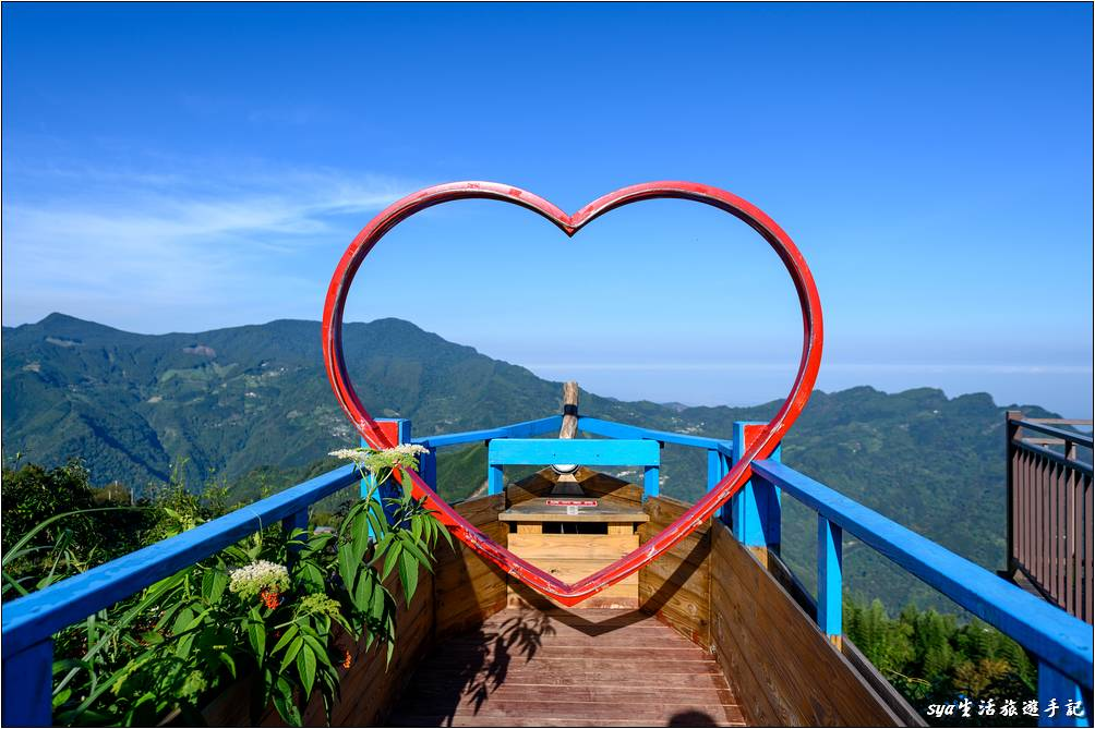 天闊營區還有一個亮點,就是位於牛郎、織女間的這個愛心鵲橋,是個拍照打卡不能錯過得熱點。如果你沒有訂到牛郎或是織女,而又很想拍張壯闊的美景,可以來這邊晃晃!