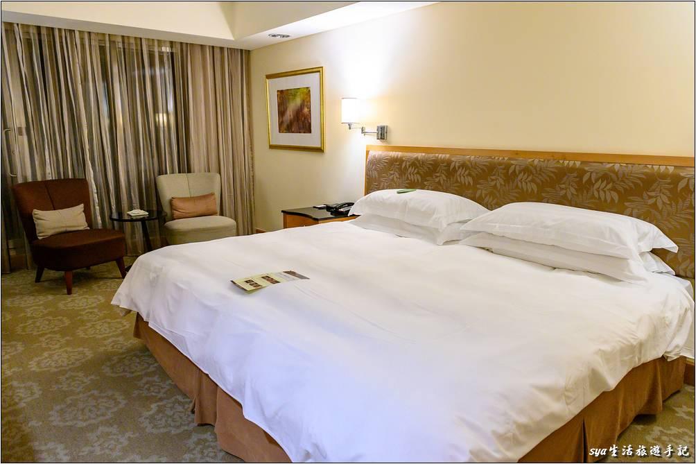 金典酒店客房空間乾淨舒適,室內明亮度也夠。