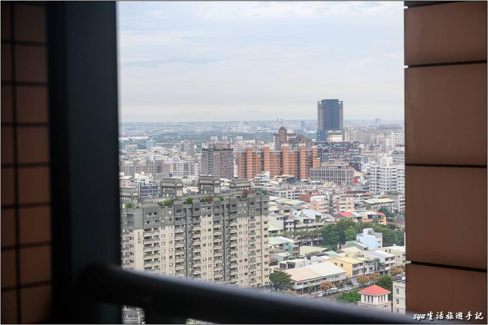 因為客房集中在16F~23F之間,因此房內可以遠眺台中市景,但視野主要還是要看客房的位置而定。