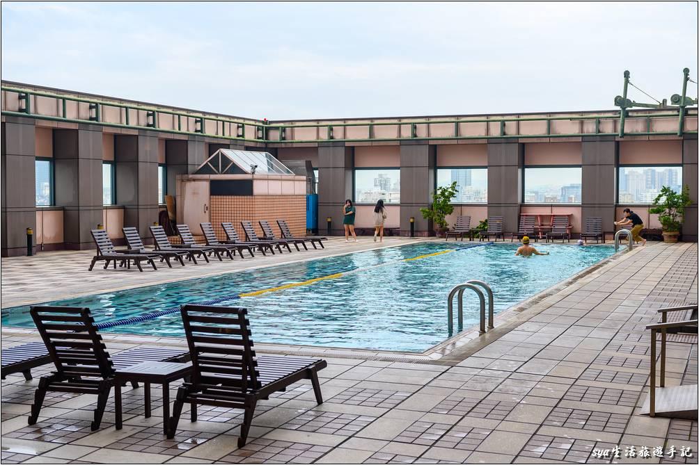 金典酒店15F戶外溫控泳池