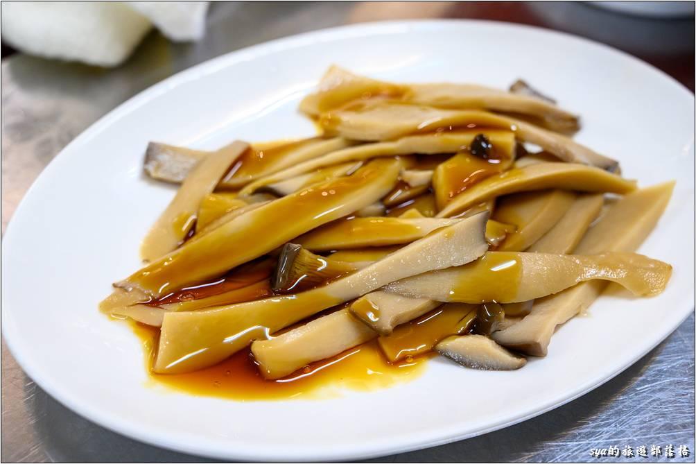 呂家魚丸米粉湯 麻油杏鮑菇($40)