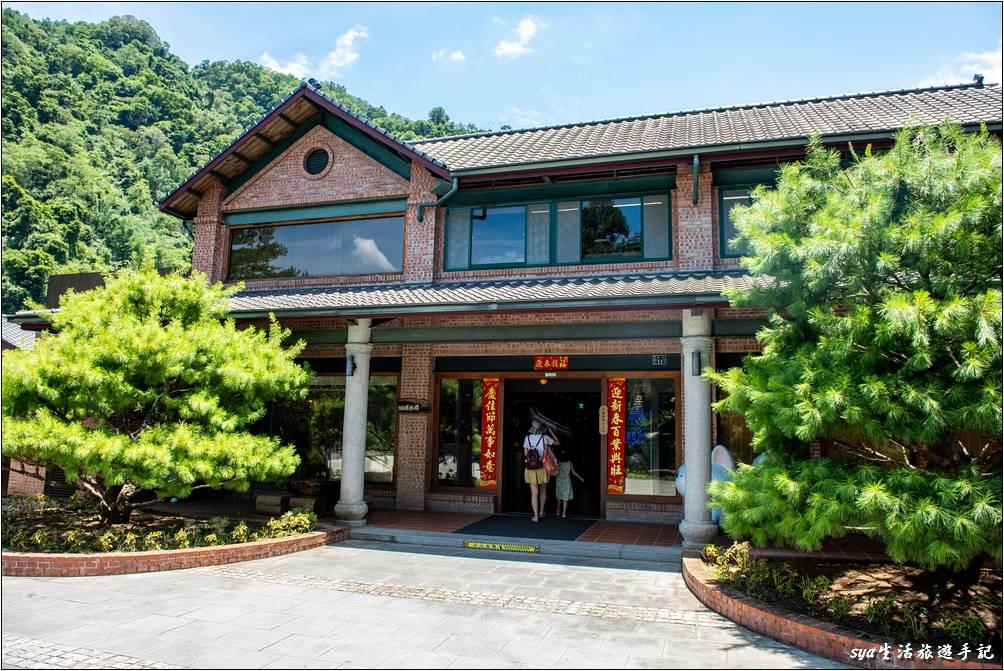 蝴蝶咖啡廳、戶外湯屋、桐花客房都位於這一棟