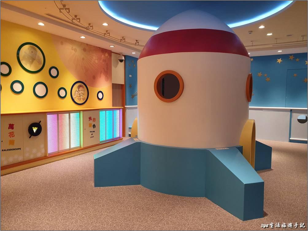 兒童設施種類還不算少,且略帶著部份天文的相關啟發與概念。
