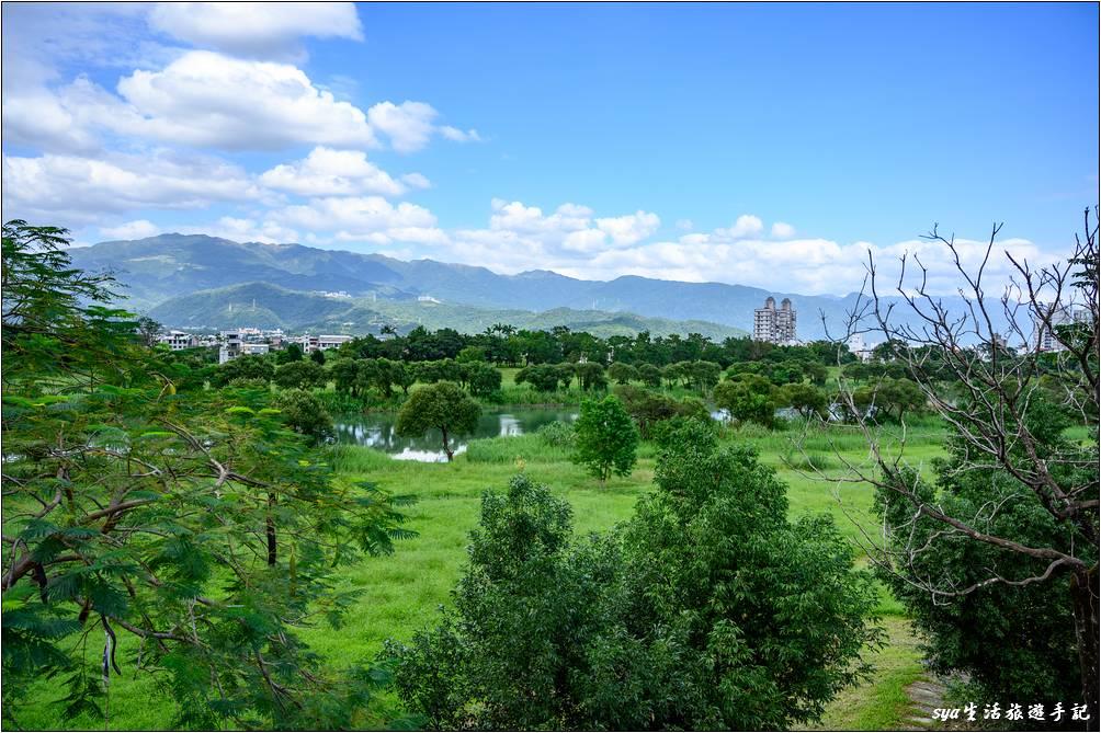 觀景台視野遼闊,可以遠眺宜蘭河以及其河畔的草原