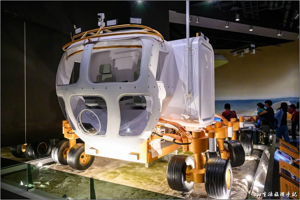 大型太空探測車模型、遙控小型探測車、火星科學中心、火星任務指揮站。透過一些聲光遊戲與設備的操作,可以體驗一下太空人的生活!