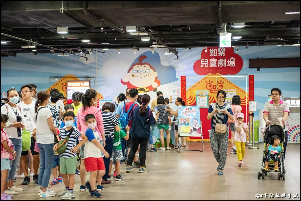 如果有想要觀賞「如果兒童劇團」的表演,來到園區後,記得到二樓劇場外購票與登記場次時間。