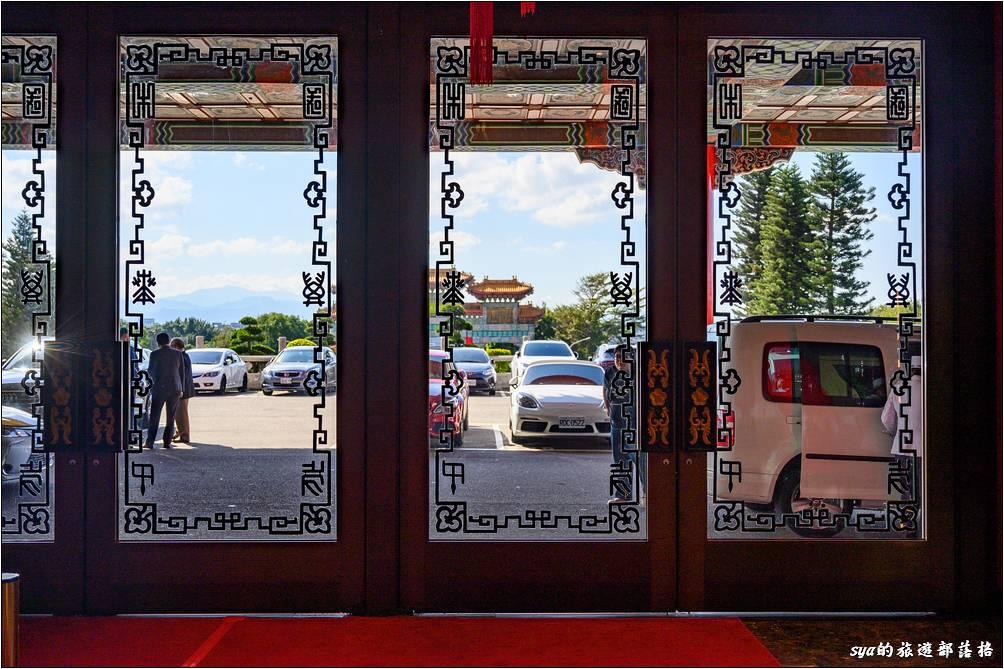 圓山大飯店 落地玻璃門上的祕密