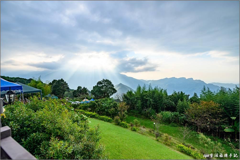 看看天闊營地的FB粉絲團,就能看到這裡的景觀真的是很棒!無論是上面這道耶穌光、雲海、或是絕美星空,都可以在營地這裡觀賞到。